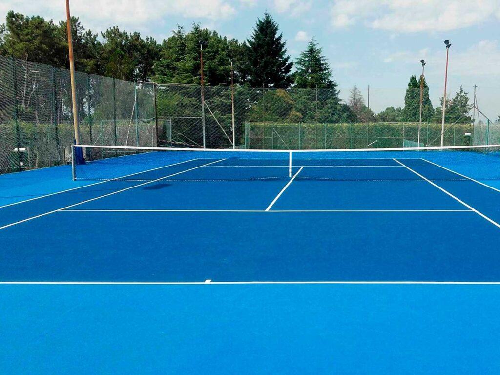 Pista de tenis en resina deportiva